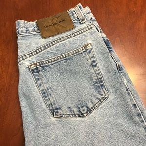 Calvin Klien - Mom Jeans - Medium 2 Light Wash